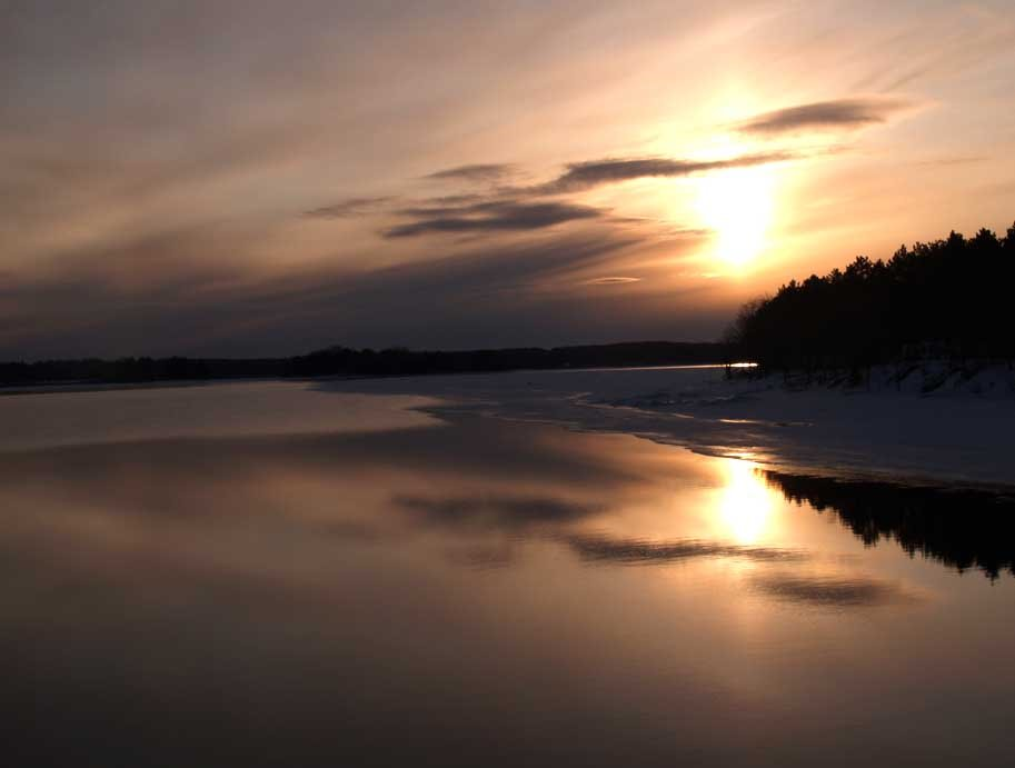 Winter morning at Lake Dubay, Ракин