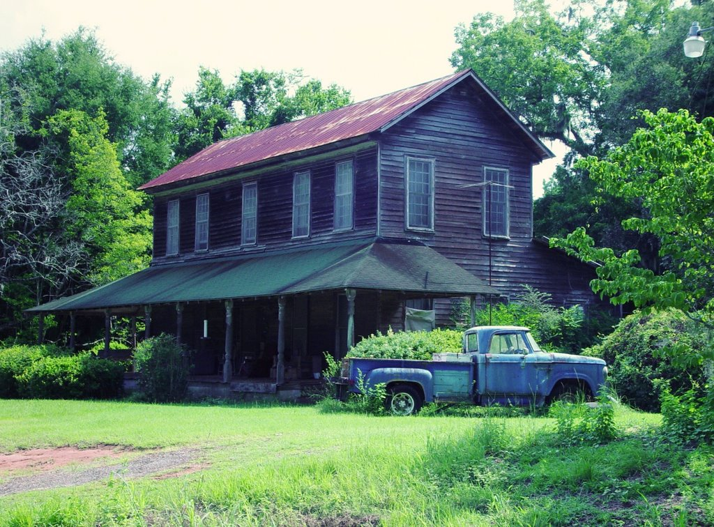 old tobacco farmhouse, north of Quincy, Florida (8-6-2006), Аттапулгус