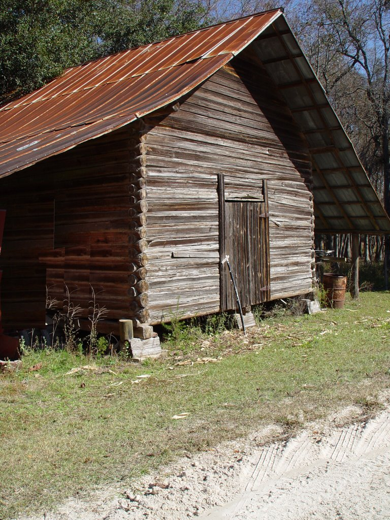 log barn, rural Madison County Florida (11-19-2006), Аттапулгус