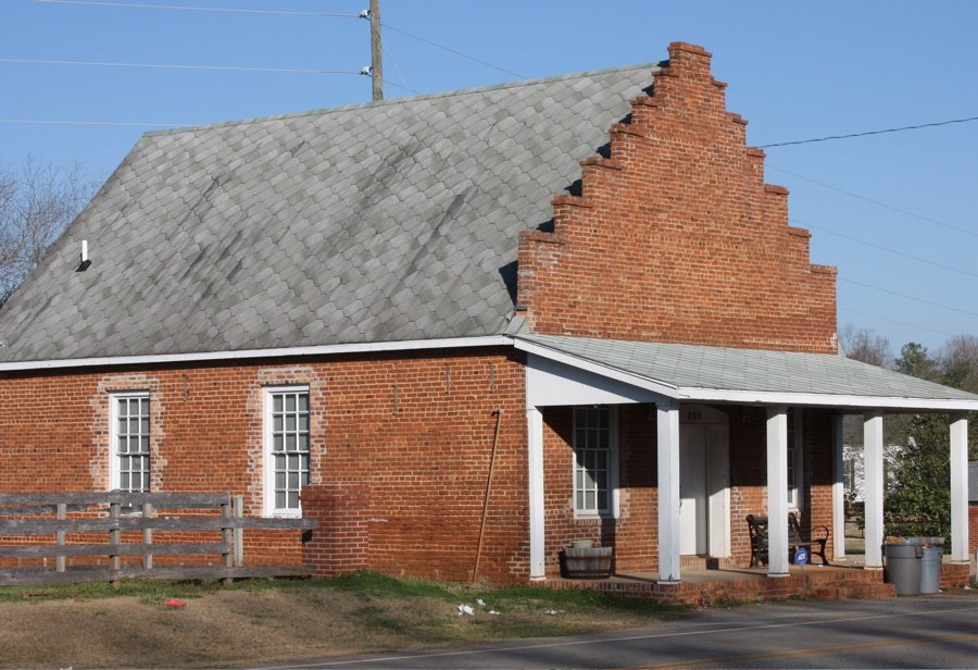 Goggans General Store, Goggans, Georgia.  Goggans was named for the family of John F. Goggans.  He donated the land for the railroad station, general store, where the post office was located, and access land to the Union Primitive Baptist Church.  At diff, Варнер-Робинс