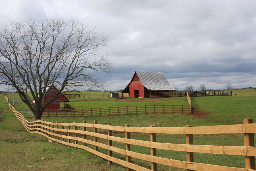 A beautiful old southern farm on a cloudy winters afternoon., Вест Поинт