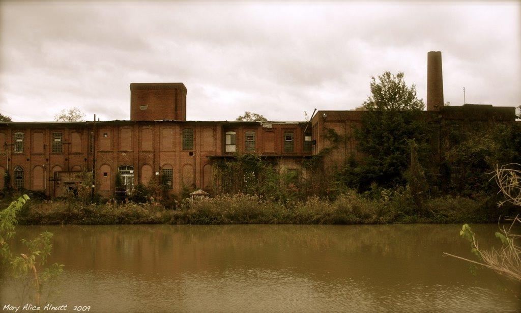 The old Atlantic Cotton Mill, Вхигам
