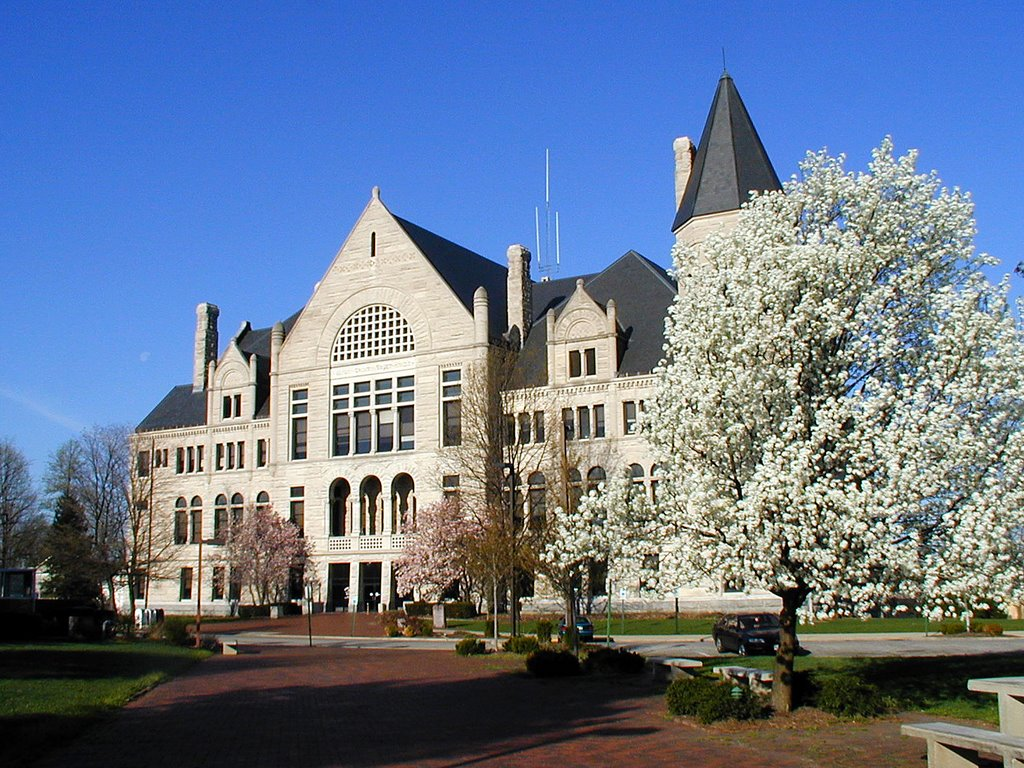 Wayne County, Indiana Courthouse in Spring, Ричмонд
