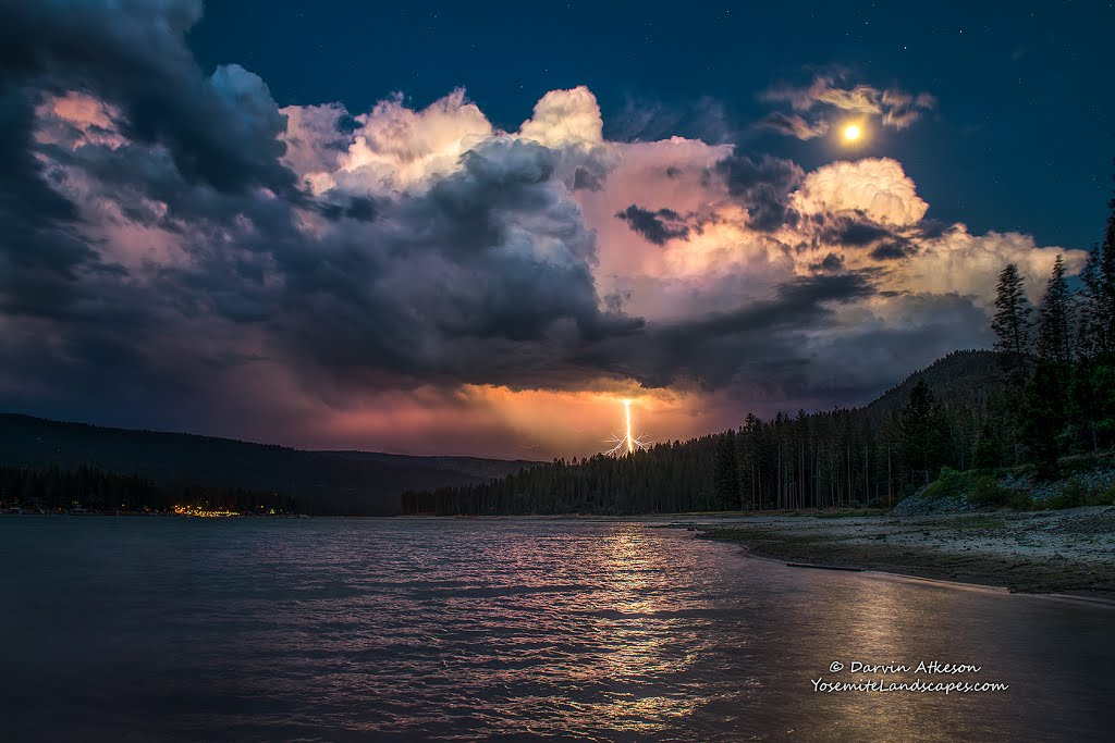 Lightning Strike and a Full Moon over Bass Lake., Алтадена