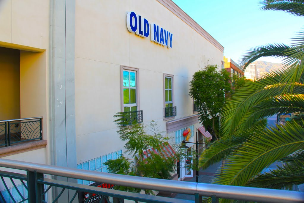 OLD NAVY back door, Glendale, CA, Глендейл