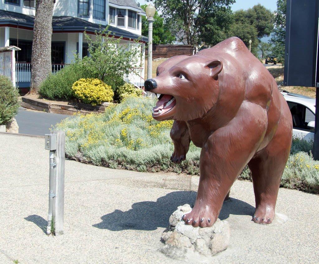 The World Famous Talking Bear at Oakhurst, CA, Кипресс