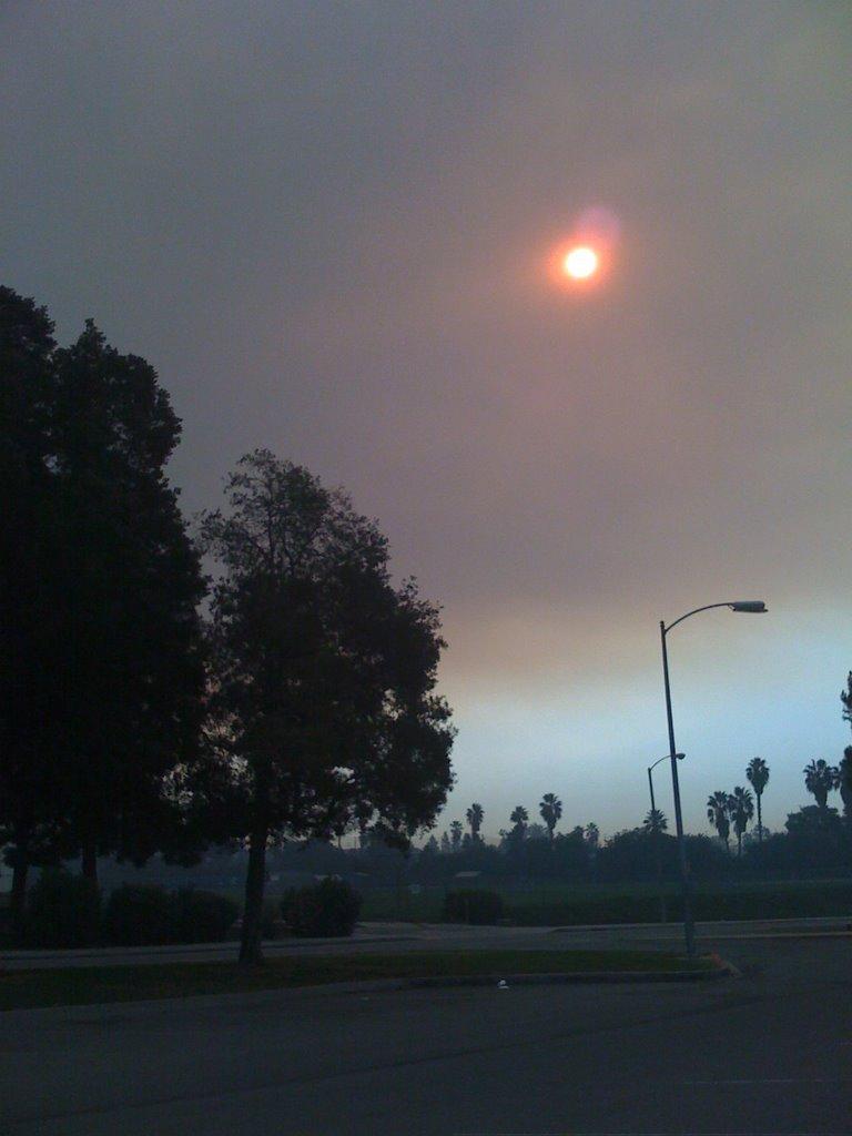 Smoke Fills The Sky Over La Mirada, Ла-Мирада