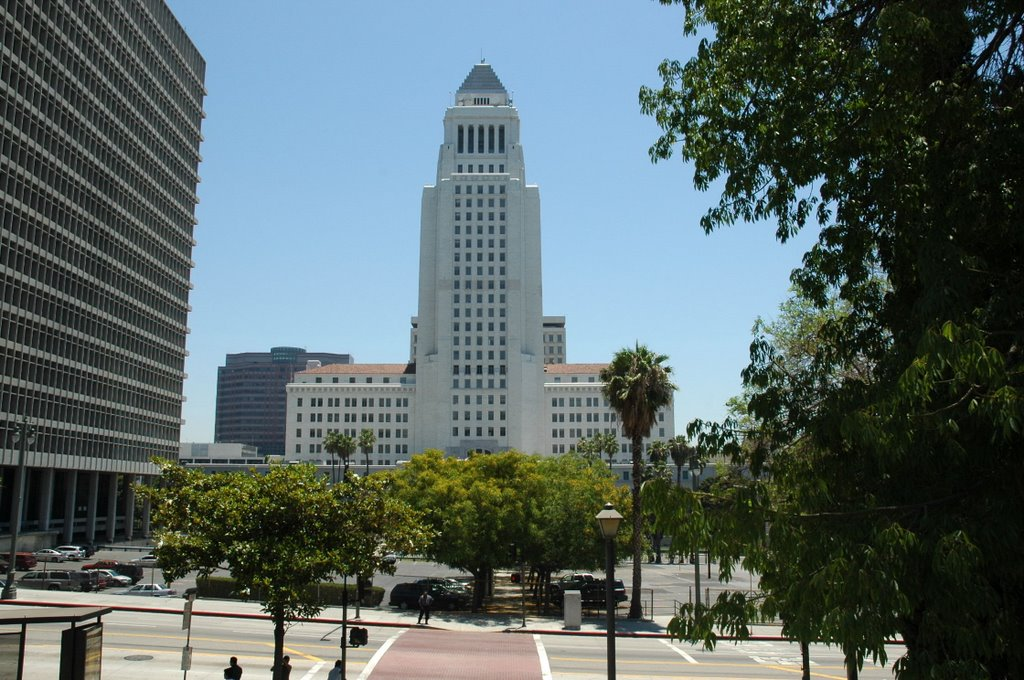 an overview of the diversity in local politics in los angeles 2018-10-8 it is to serve as home to the los angeles philharmonic, los angeles opera and music center dance, as well as several oscar presentations 1964 - the whisky a go go opens it will host musical acts including the doors, jimi hendrix, the who.