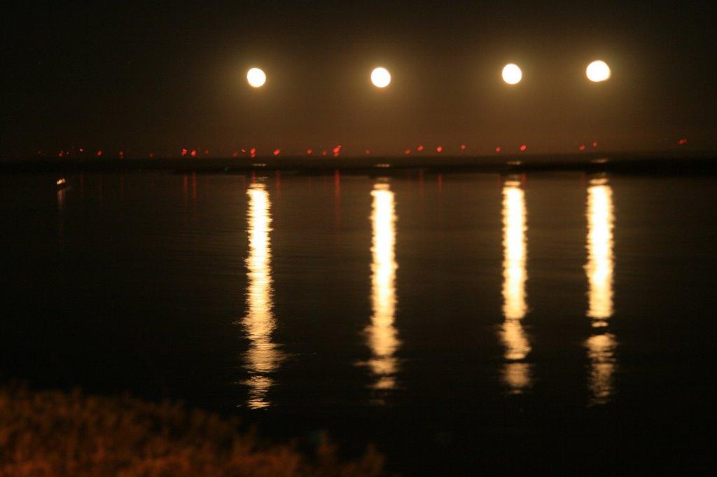 One moon, four shots/Una Luna, Cuatro Disparos (Foto Creativa), Питтсбург