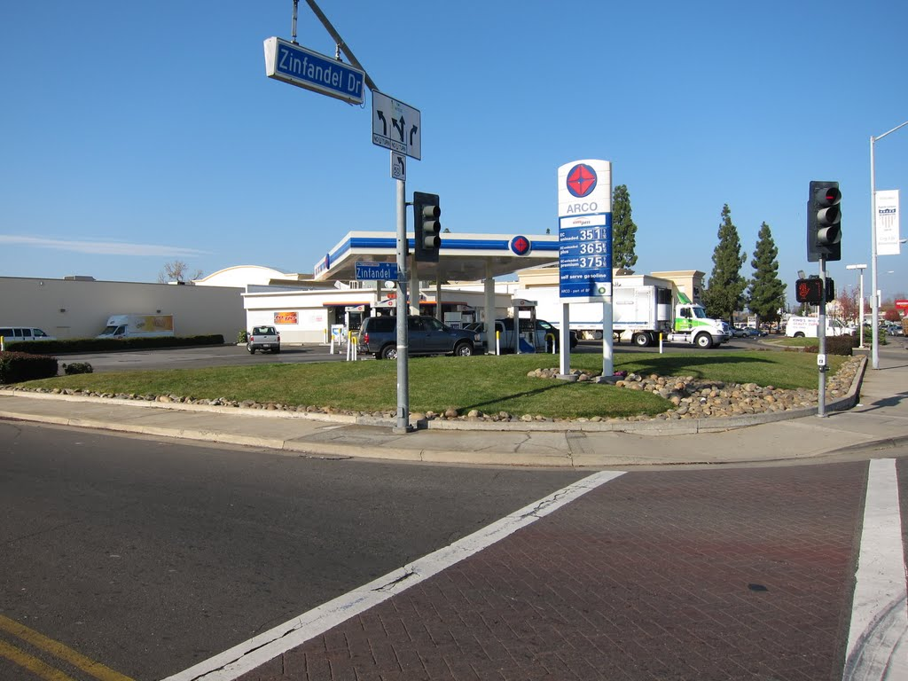 ARCO gas station @ Zinfandel Dr. & Olson Dr., Ранчо-Кордова