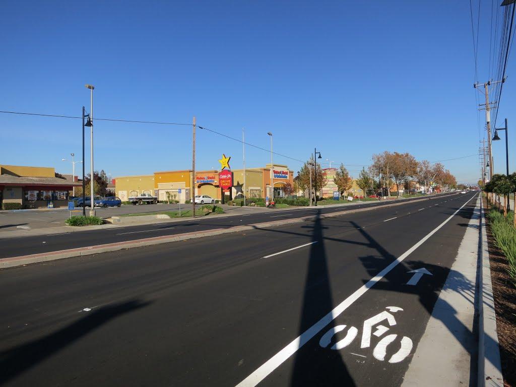 Folsom Blvd. near Dawes St., Ранчо-Кордова