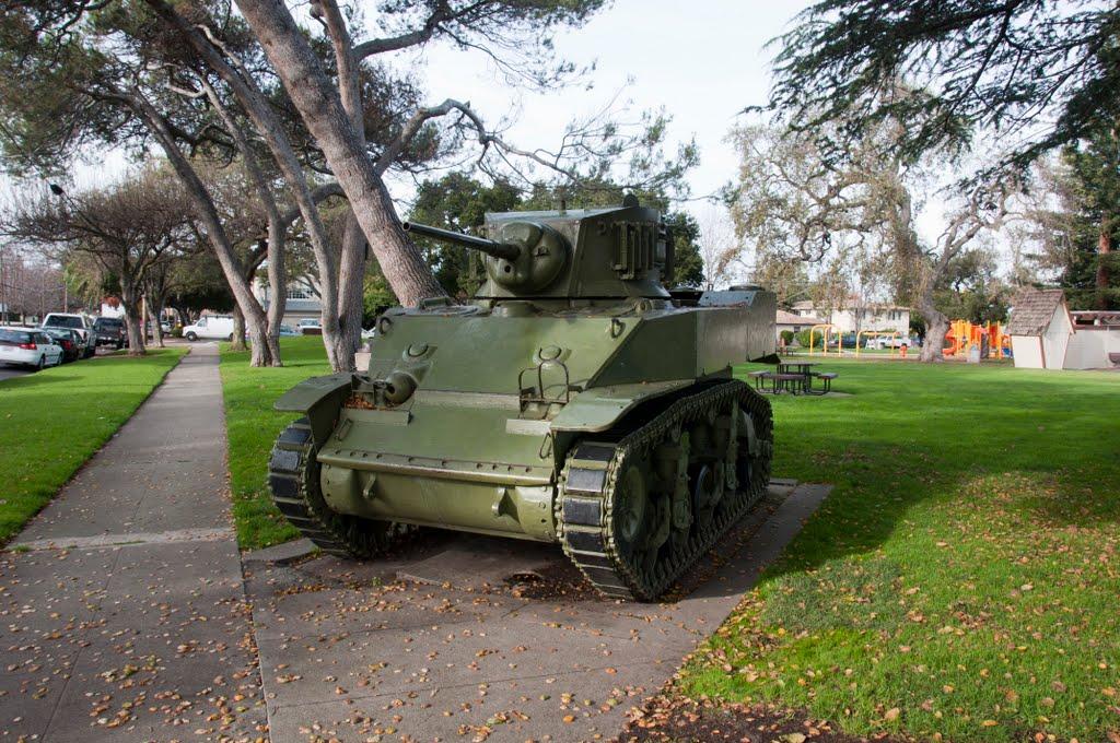 M5 Stuart Tank at Mezes Plaza, Редвуд-Сити