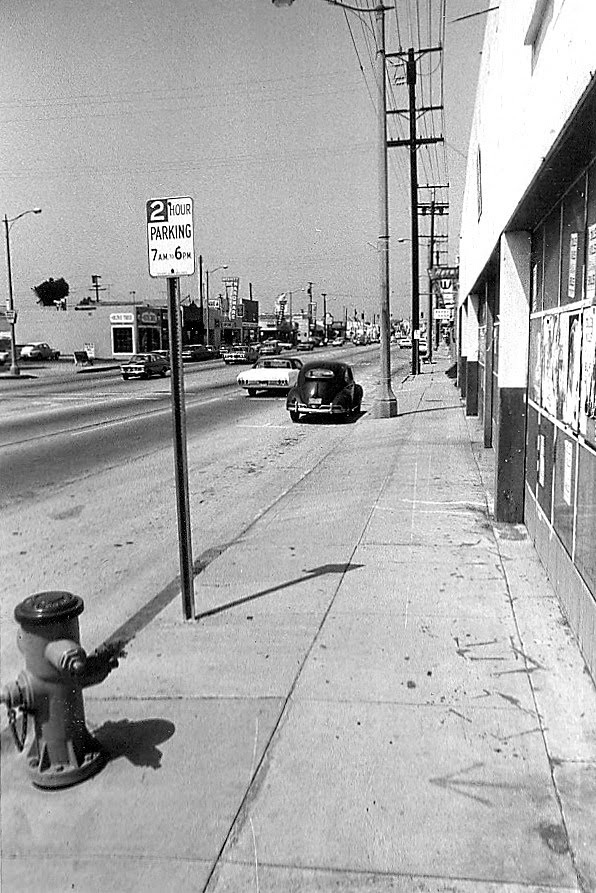 272 N. Pacific Highway - old 101 Ranch Market where my Mother worked after WWII. Photo taken in 1971. My 1957 VW next to light post., Редондо-Бич