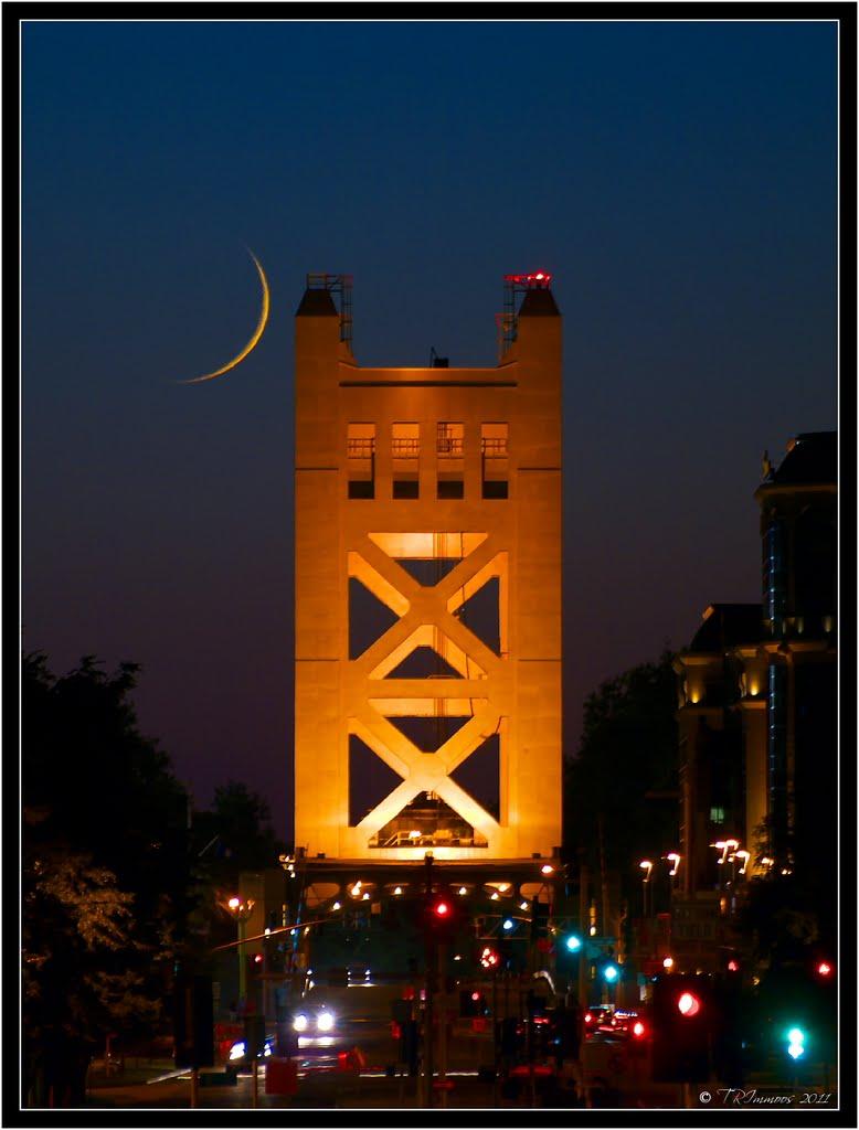 Tower Moon, Сакраменто