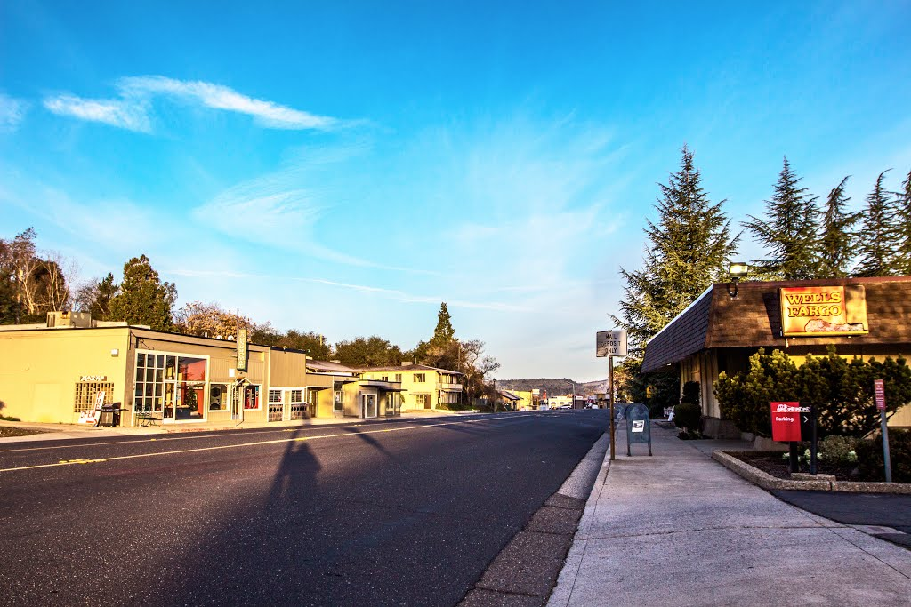 Viewing north-westerly on E. St. Charles St. (Calif. State Hwy. 49), at its intersection with Treat Ave. San Andreas, California, Сан-Андрис
