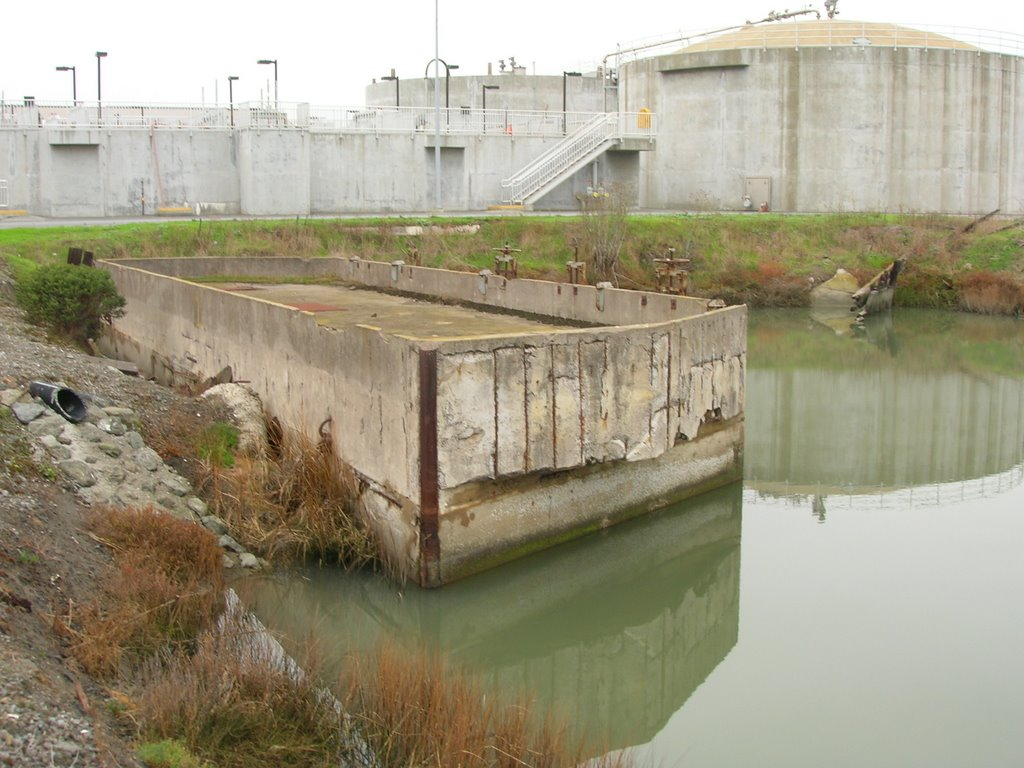 BEL AIR SHIPYARD. FLOATING CONCRETE CASSION, USED TO CLOSE OFF THE ENTRANCE TO EACH BASIN., Сан-Бруно