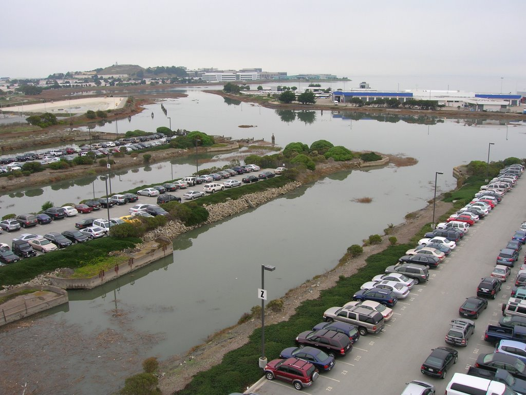BEL AIR SHIPYARDS. VIEW OF BASIN 2 IN FORGROUND WITH BASINS 3 & 4 BEYOND. NOTE THE TWO FLOATING CONCRETE CASSIONS IN THE LEFT SIDE OF THE PHOTO IN BASIN 2. ALSO, NOTE THE CHANNEL IN THE BACKGROUND LEADING TO THE BAY. THATS THE SAN BRUNO CHANNEL, Сан-Бруно