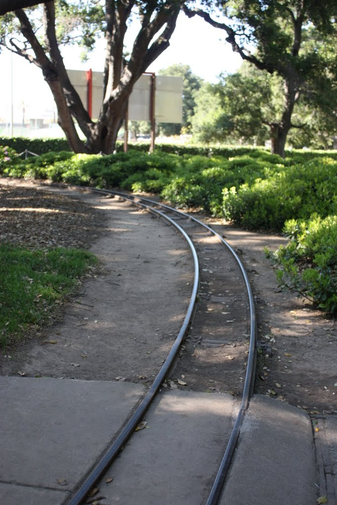 Train Tracks in Central Park for toy train, Сан-Матео
