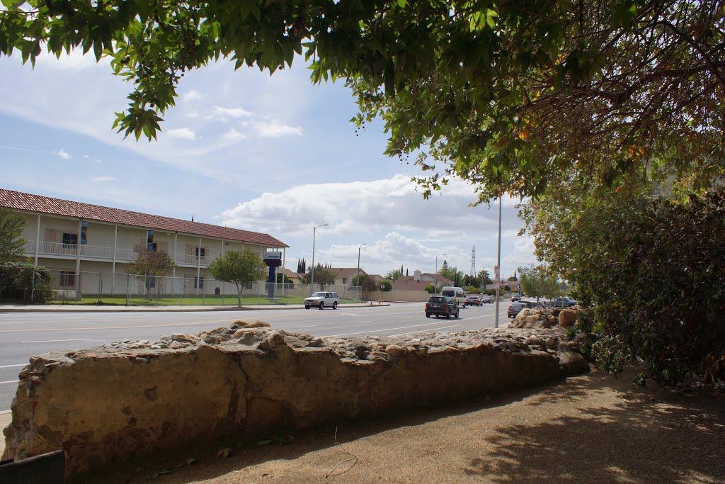 2014, Near Indian Hill, 1808 San Fernando Mission Water Diversion Dam, Сан-Фернандо