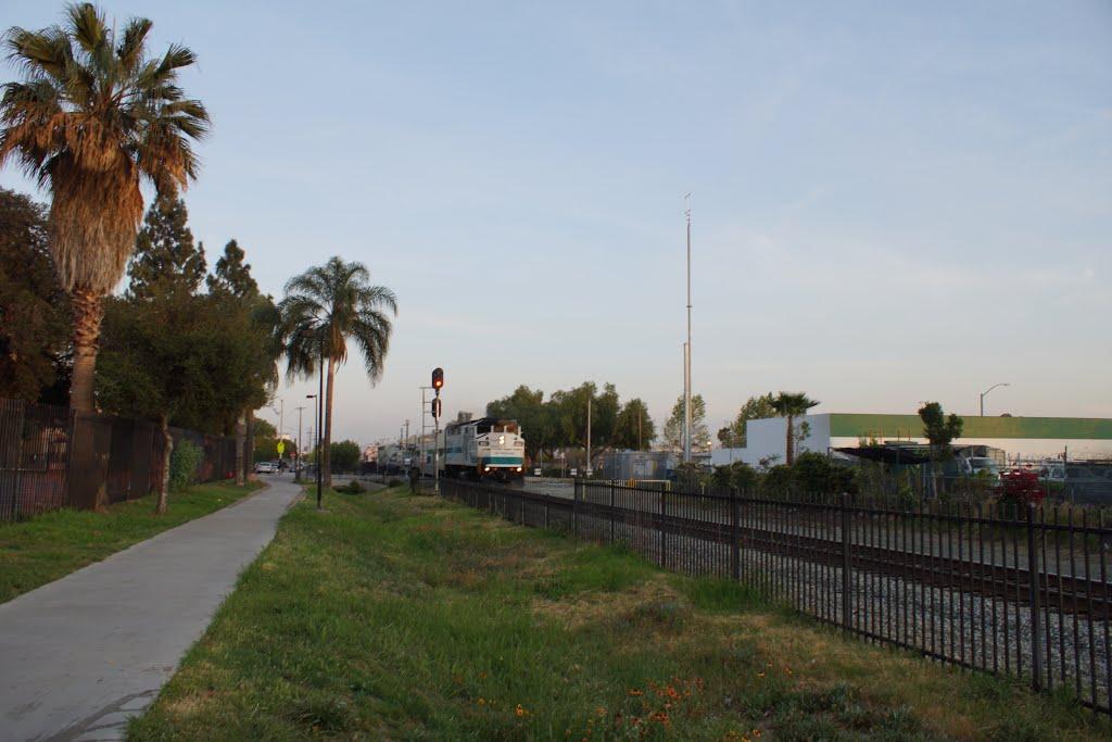 2014, On San Fernando Streets, the Metrolink Approaches, Сан-Фернандо