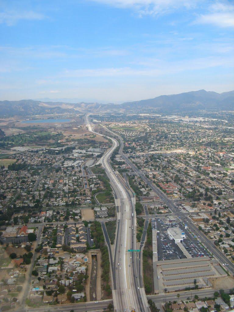 Freeway 5 from above, San Fernando Valley, Сан-Фернандо