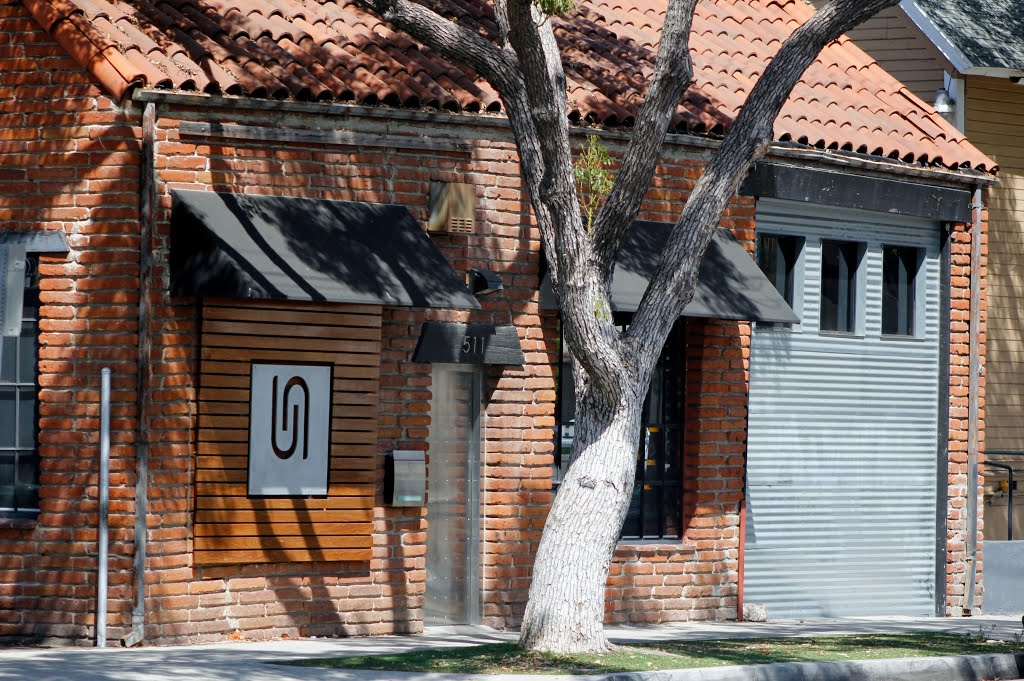 Old Brick Building in Santa Ana, Санта-Ана