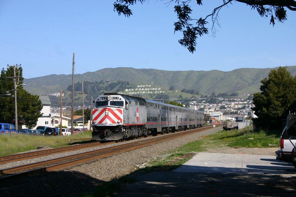 Northbound Caltrain in San Bruno, Саут-Сан-Франциско