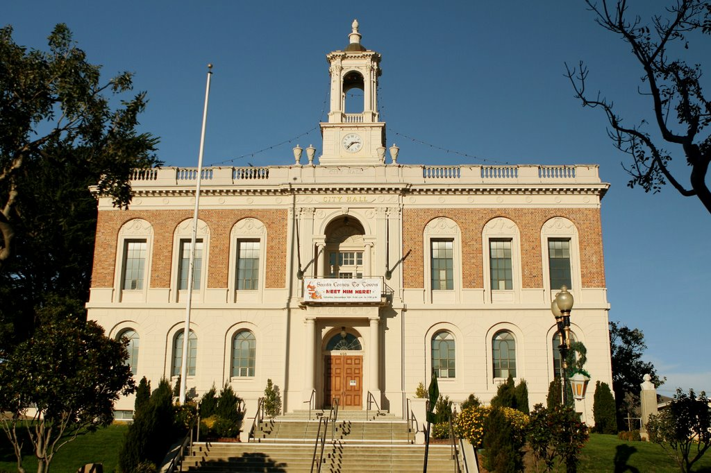 South San Francisco City Hall front view, Саут-Сан-Франциско