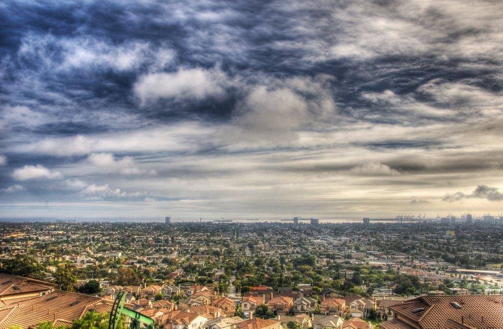 Signal Hill, looking toward Long Beach harbor, California, Сигнал-Хилл