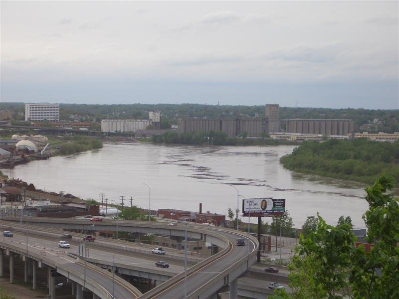 Kaw Point, Kansas City, KS 2007 May 7 - Missouri River 1 foot above flood stage, taken from Case Park, Kansas City, MO, Винфилд