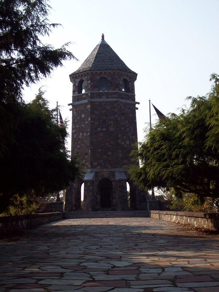 Veterans Memorial Tower on Fox Hill in Henry Park, Вернон