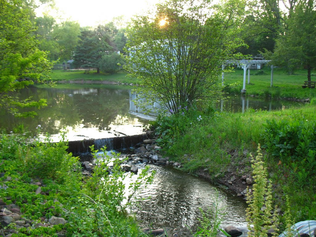 Dam on Sawmill Brook from Atkins St., Middletown - May 14 2010, Патнам