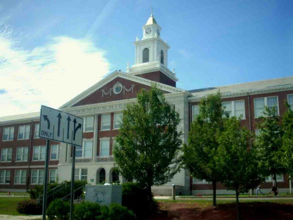Hamden High School, Хамден
