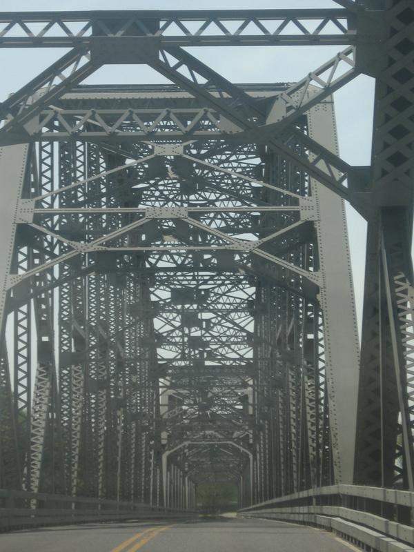 Champ Clark Bridge, Коттон-Вэлли