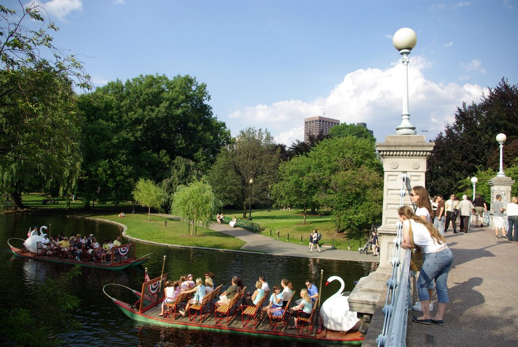 Boston Public Gardens, Вестон
