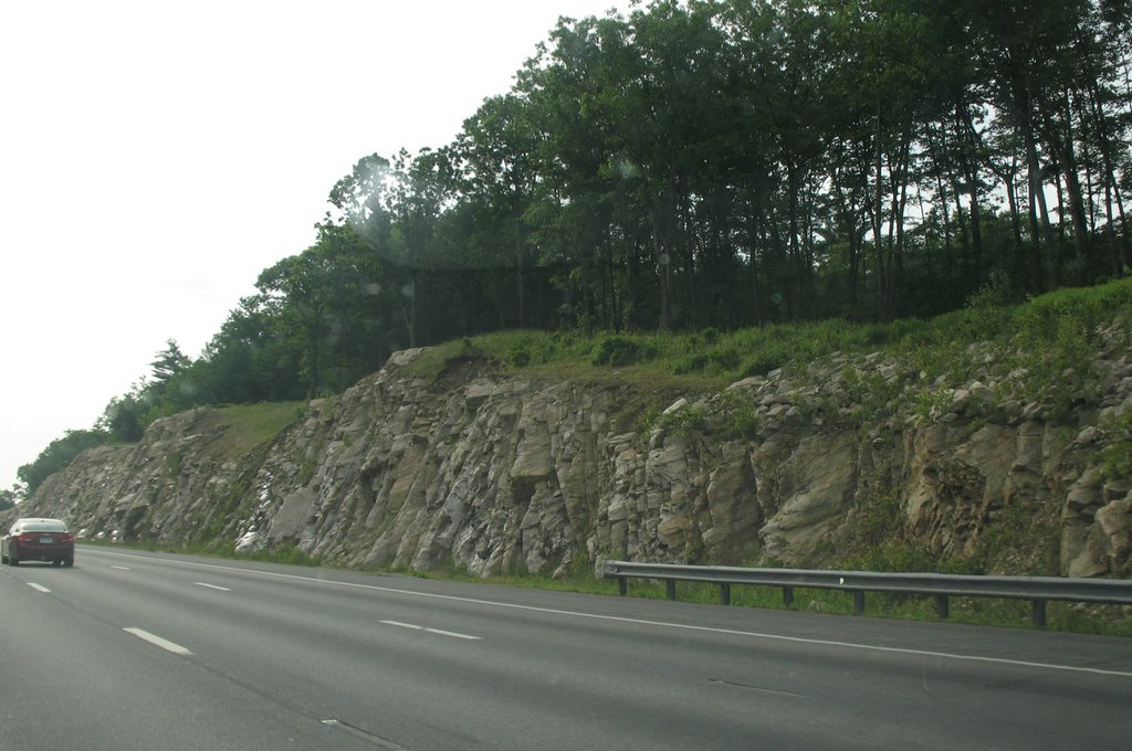Rock cut near Nash Street, Сандвич