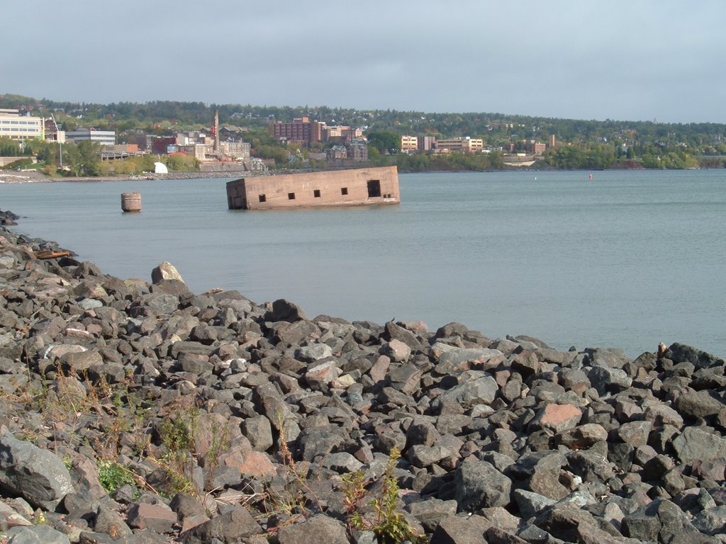 Oct 2005 - Duluth, Minnesota. Ruins of the Cribs from Canal Park., Дулут