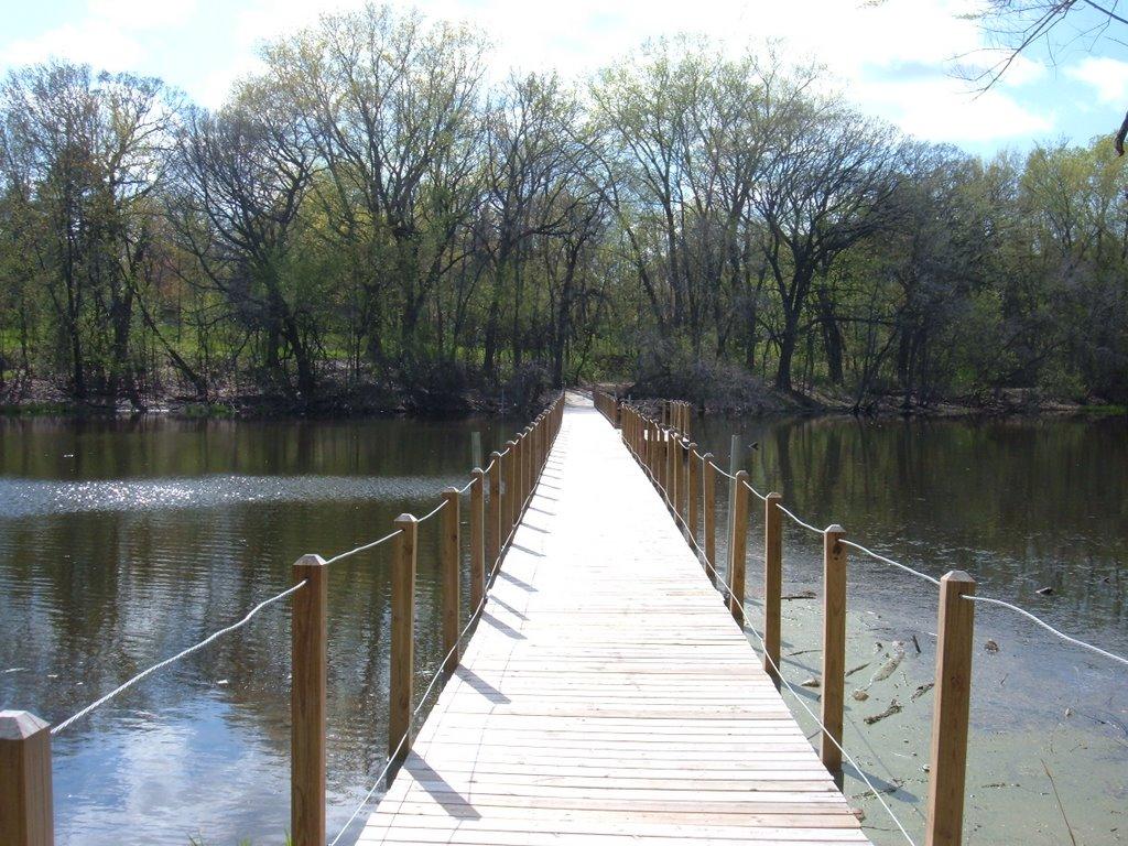 Hagemeister Pond Bridge, Кристал