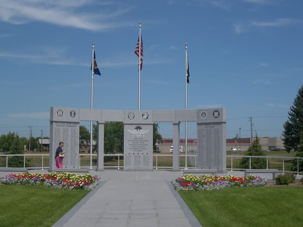 Veterans Memorial, Glen Haven Memorial Garden Cemetry,, Кристал