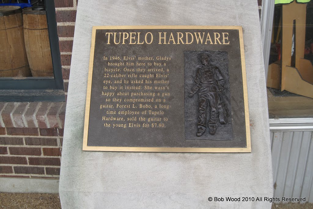 Tupelo Hardware, the shop where Elvis bought his first Guitar, Тупело