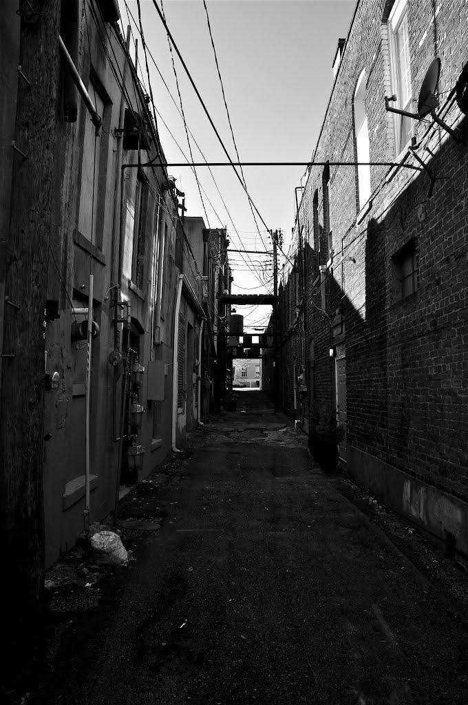 Tupelo Alley B/W, Тупело
