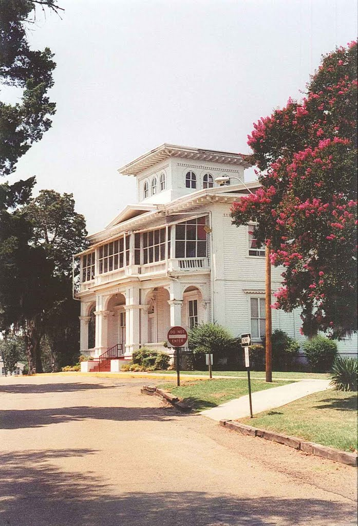 1860 Boddie planation house, now main building of Tougaloo College (7-18-2001), Флаууд