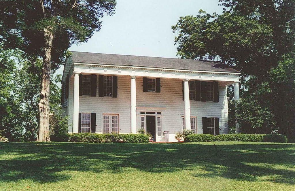 antebellum Eyebrow house atop hill, Clinton Miss (8-6-2000), Флаууд