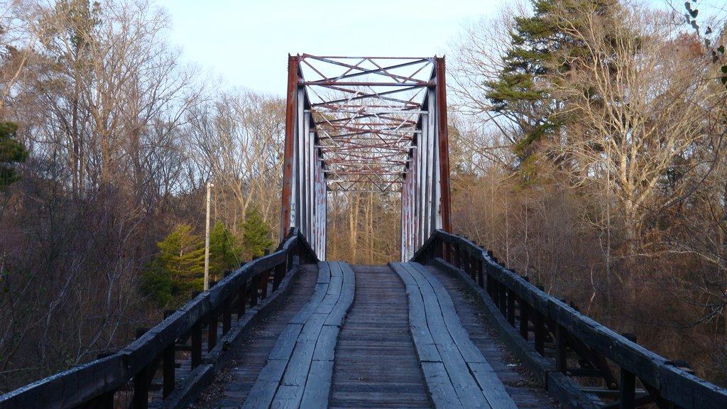 Looking up Rosemary Bridge., Френч Камп