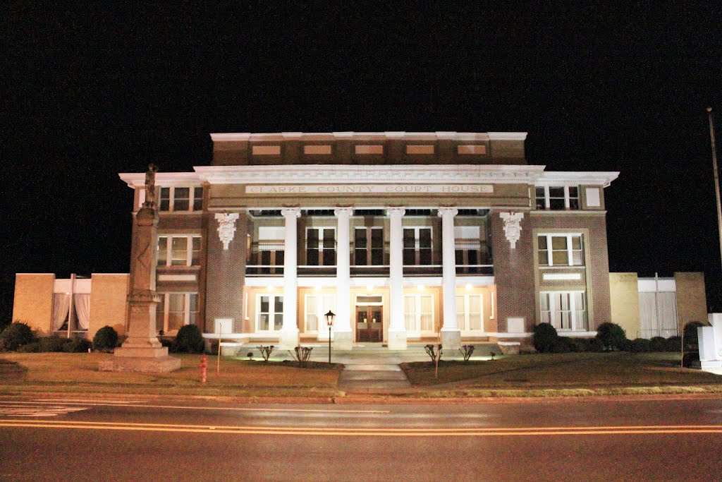 Clarke County Courthouse - Built 1912 - Quitman, MS, Хармони
