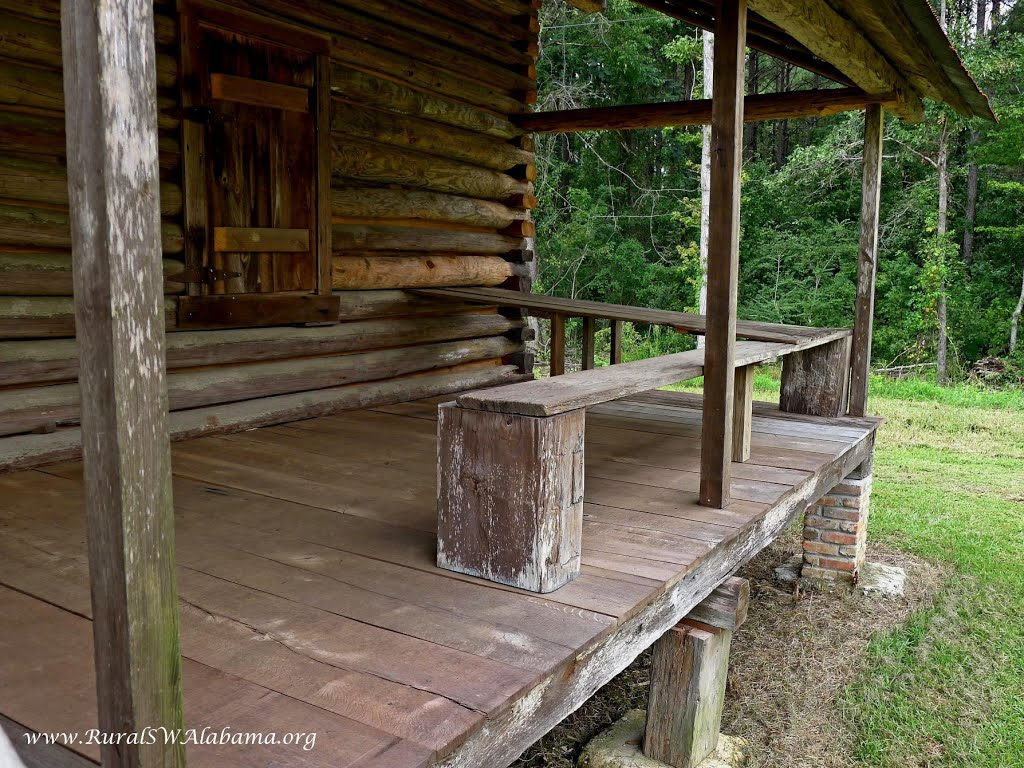 """""""Cooling Board"""" on the porch of the Gibeon Jefferson Sullivan Cabin at Wagerville, AL, Хармони"""