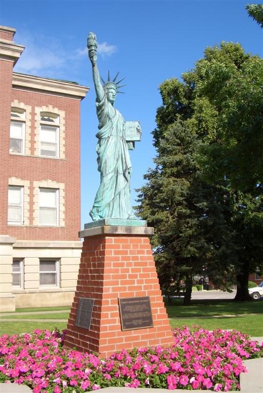 statue of liberty replica, Leon, IA, Олбани (Генри Кантри)