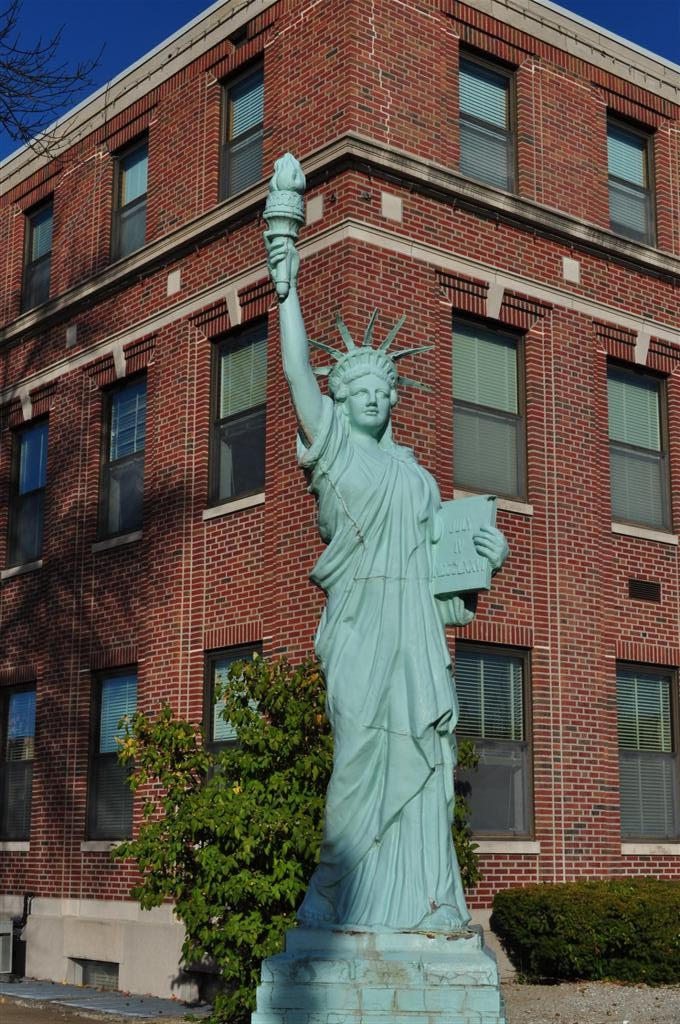 reproduction Statue of Liberty, Mexico, MO, Хиллсдал