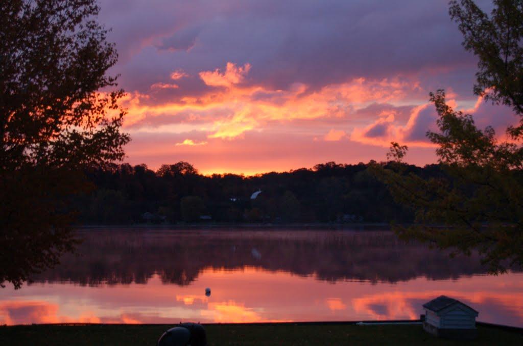 Sunrise over Lake Leelanau, Беллаир