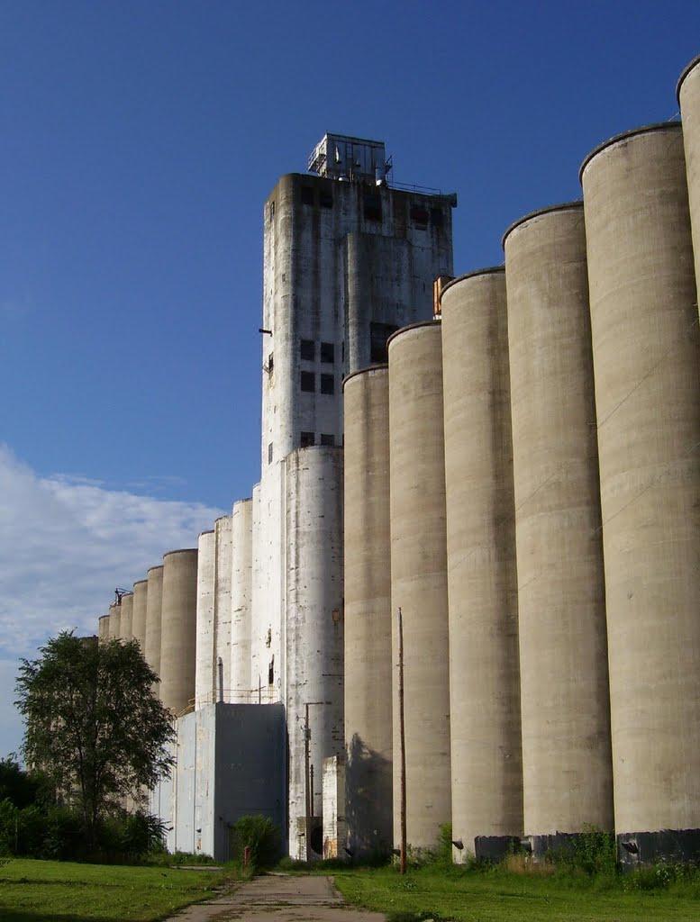Field Club grain elevators, Omaha, Папиллион